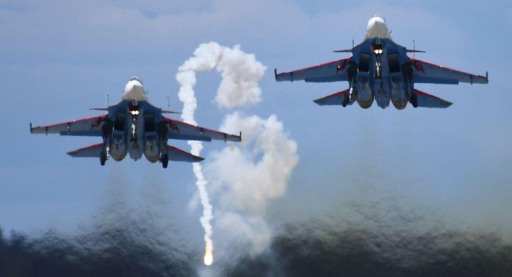 Пилотажная группа Русские витязи на истребителях Су-30СМ. Архивное фото
