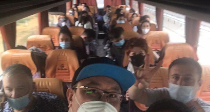 Сегодня, 5 июля, в Кыргызстан прибыл борт авиакомпании «Аэрофлот – Российские авиалинии» по маршруту «Москва – Бишкек», которым в Кыргызстан возвращены 424 граждан Кыргызской Республики из России, включая 26 малолетних детей.
