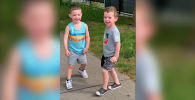 Это видео записала жительница Нью-Йорка (США). Со слов женщины, на кадрах показан ее трехлетний сын, у которого есть лучший друг — его ровесник.