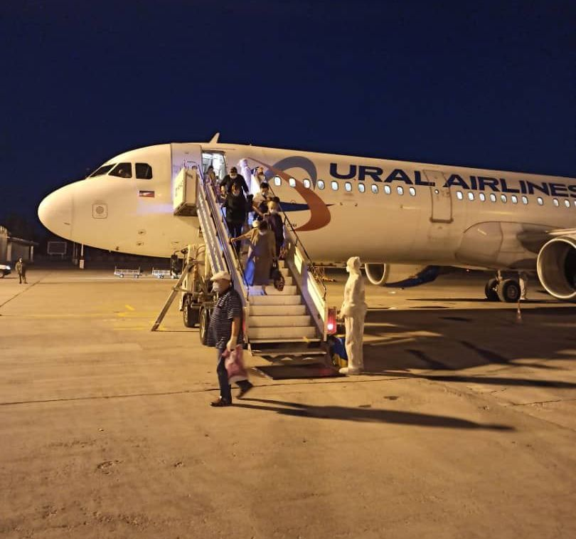 Сегодня, 7 июля, в Кыргызстан прибыл борт авиакомпании «Уральские авиалинии» по маршруту «Екатеринбург – Бишкек», которым из России вернулось 218 граждан Кыргызской Республики, включая малолетних детей.