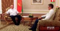 Президент Беларуси Александр Лукашенко после одной из встреч с российским коллегой Владимиром Путиным пришел давать интервью журналистам в носках.