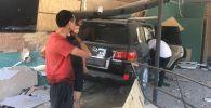 Внедорожник влетел в кафе в Бишкеке