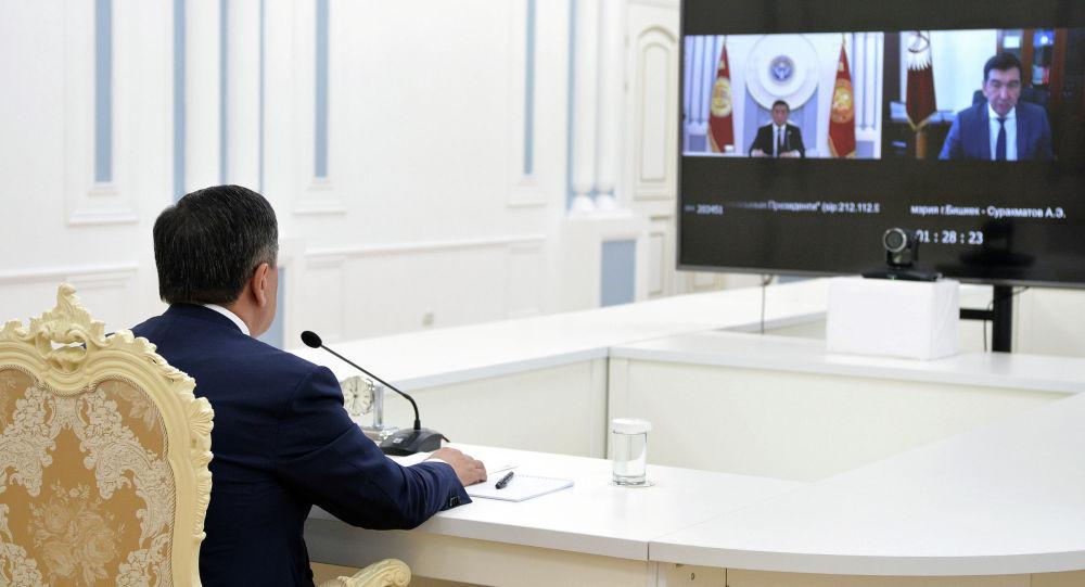 Өлкө башчы Сооронбай Жээнбеков Бишкек шаарынын мэри Азиз Суракматов менен онлайн кеңешмеде
