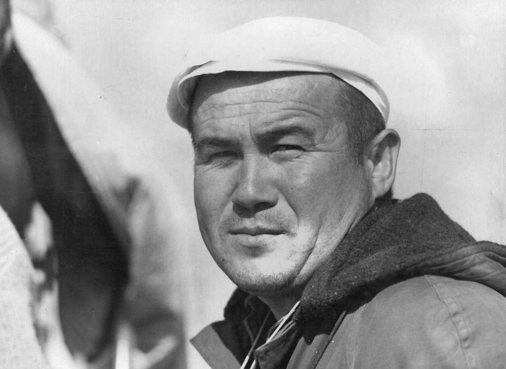 СССРдин кинематографисттер союзунун мүчөсү 1998-жылы 65 жашында дүйнөдөн мезгилсиз кайткан