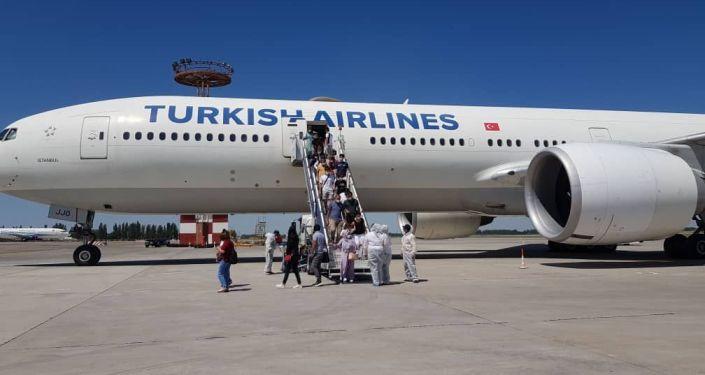 8 июля в Кыргызстан возвратились 326 граждан Кыргызской Республики из Турецкой Республики, включая малолетних детей.