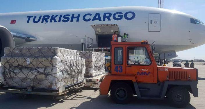 В Кыргызстана доставили еще 200 мобильных кислородных концентраторов