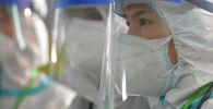 Бишкектеги стационардын биринде иштеген медиктер. Архивдик сүрөт