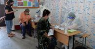 Бишкекте уюштурулган күндүзгү стационарларга келген бейтаптар. Архивдик сүрөт