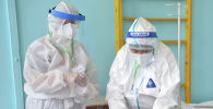 Медики в одном из дневных стационаров в Бишкеке. Архивное фото
