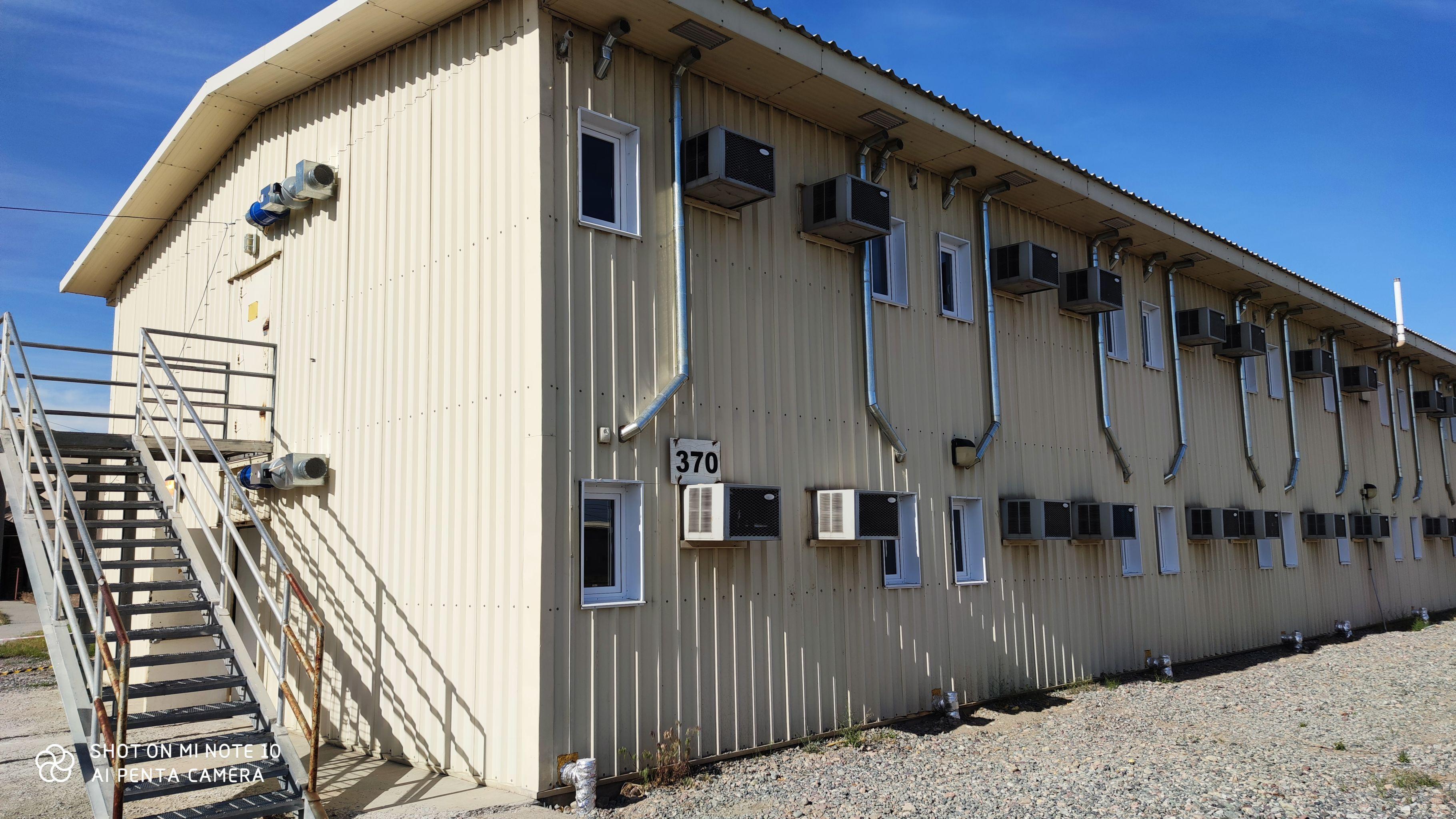 600 мест были подготовлены на бывшей американской авиабазе Ганси недалеко от международного аэропорта Манас
