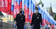 Полиция кызматкерлери Москва шаарында. Архив