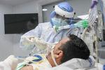 Пациент, инфицированноый COVID-19, в отделении интенсивной терапии. Архивное фото